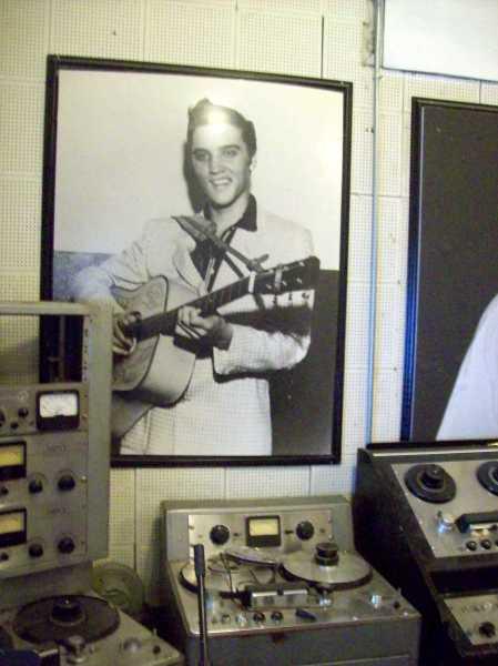 Foto de Elvis en Sun Studio.